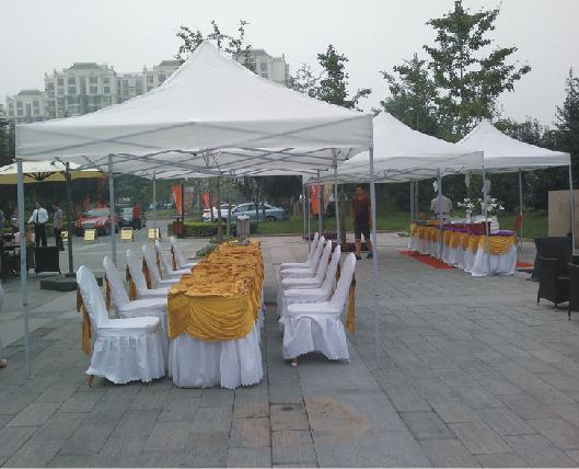 白色活动帐篷