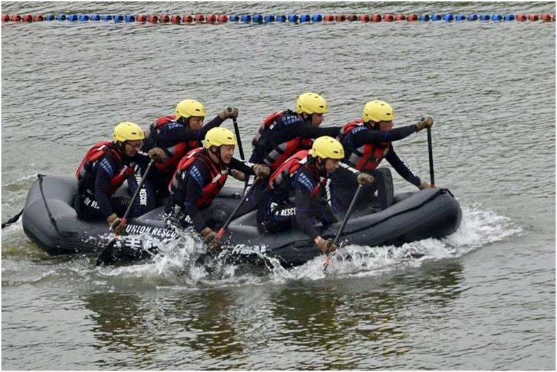 首届社会力量救援技能竞赛参赛队奋力划行