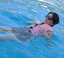 世间最幸福是你选择的浮力衣恰恰是孩子喜欢的