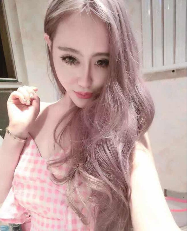 粉色长卷发