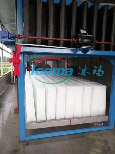 兩台20噸直冷式塊冰機交付浙江客戶