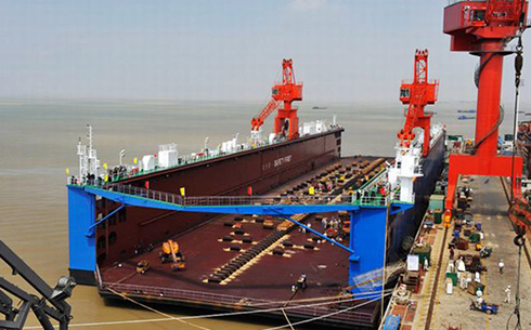 30,000 tons of floating dock