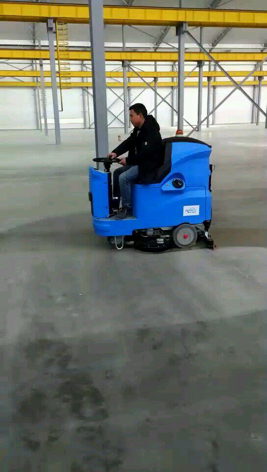 大型厂房驾驶式洗地机培训