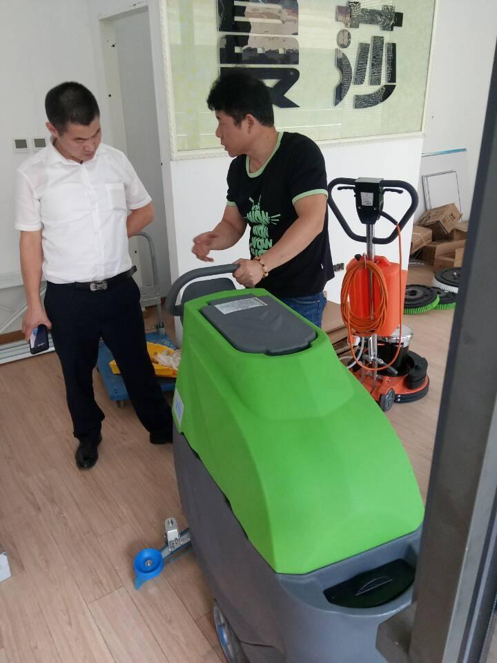 培训设备:CW-50A手推式洗地机
