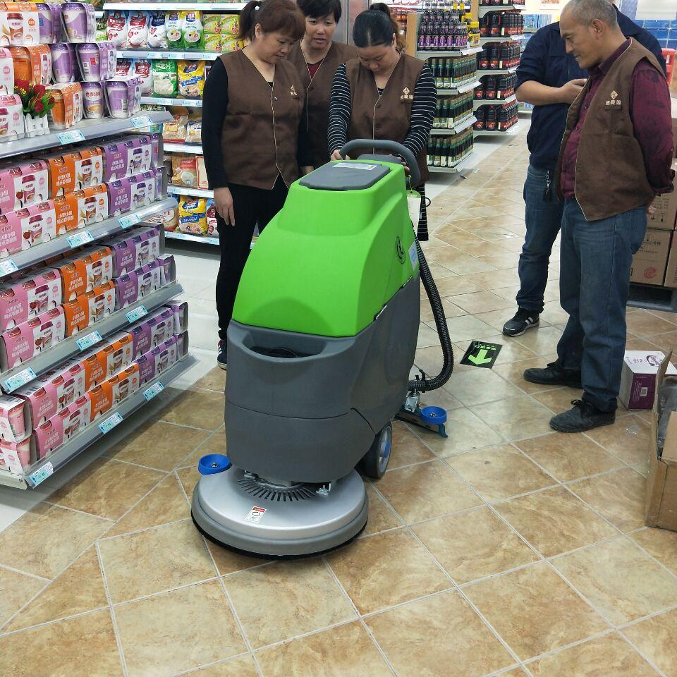 科威洗地机入驻吉卖隆超市