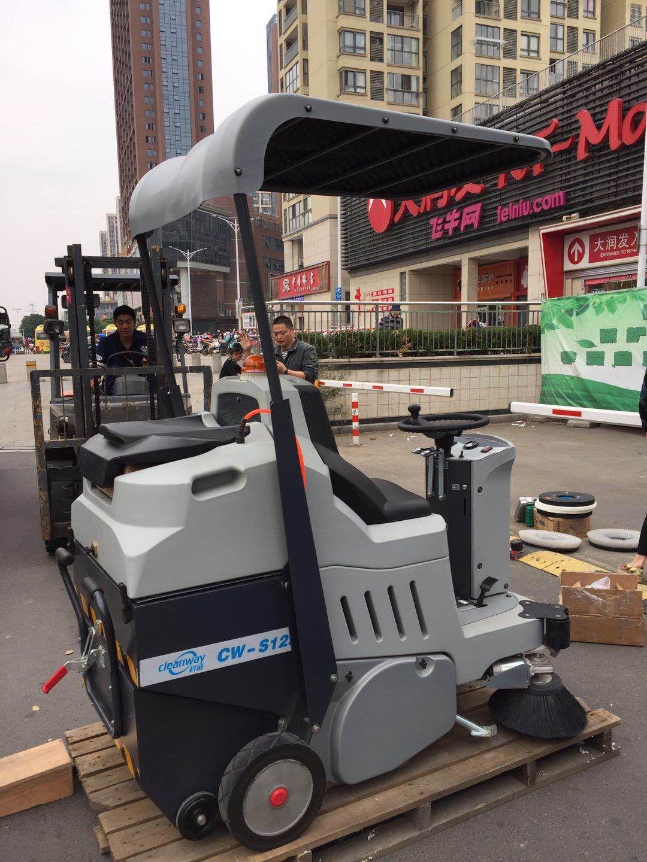 天鹅湖广场清洁设备培训