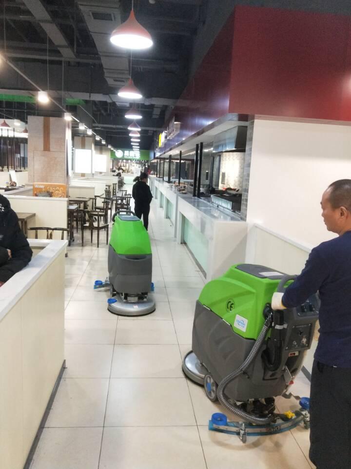 商业中心手推式洗地机交机
