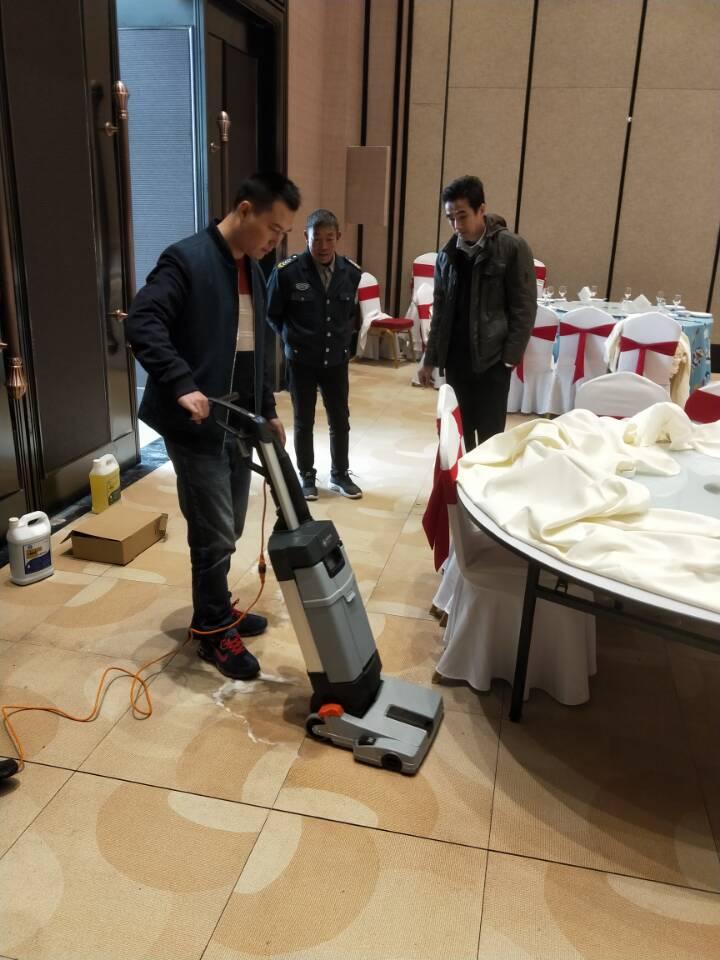 酒店地面清洁找力奇SC100洗地机