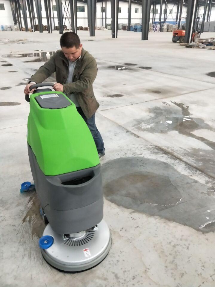 手推式洗地机交付新材料重尘区工厂