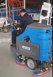 黄山市赤峰公司引进驾驶式洗地机