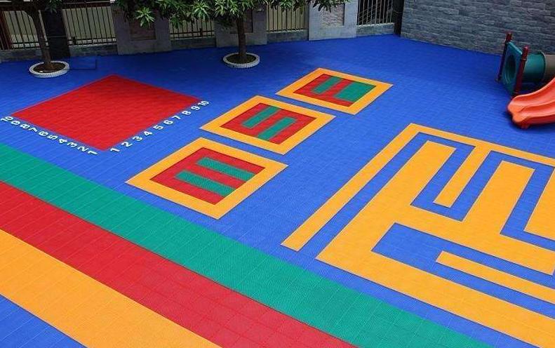 懸浮式拼裝地板