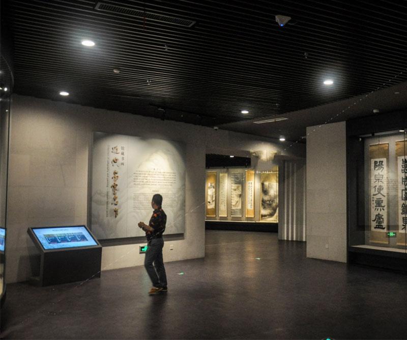 博物馆触摸屏一体机图片