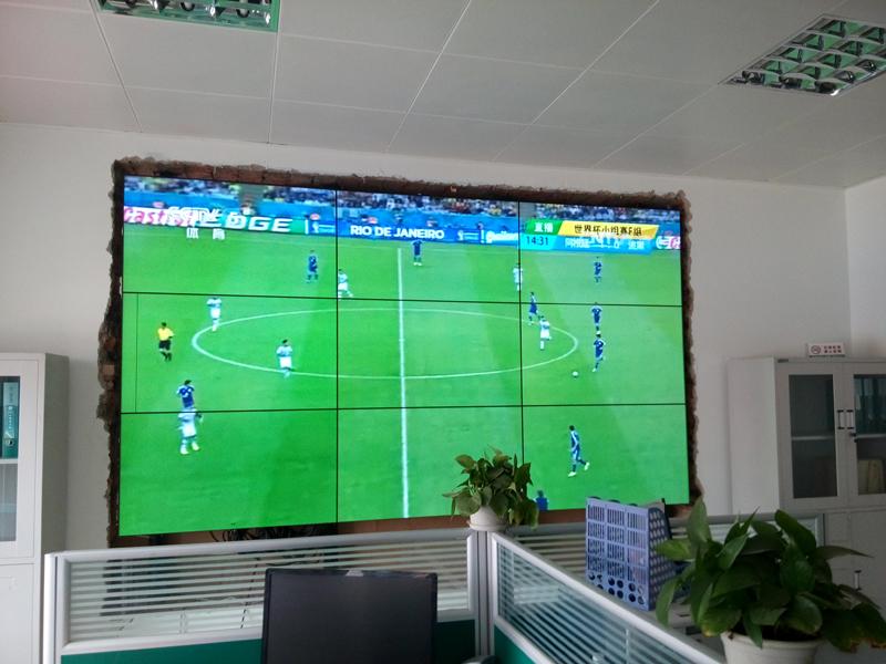 壁挂液晶拼接屏安装案例图