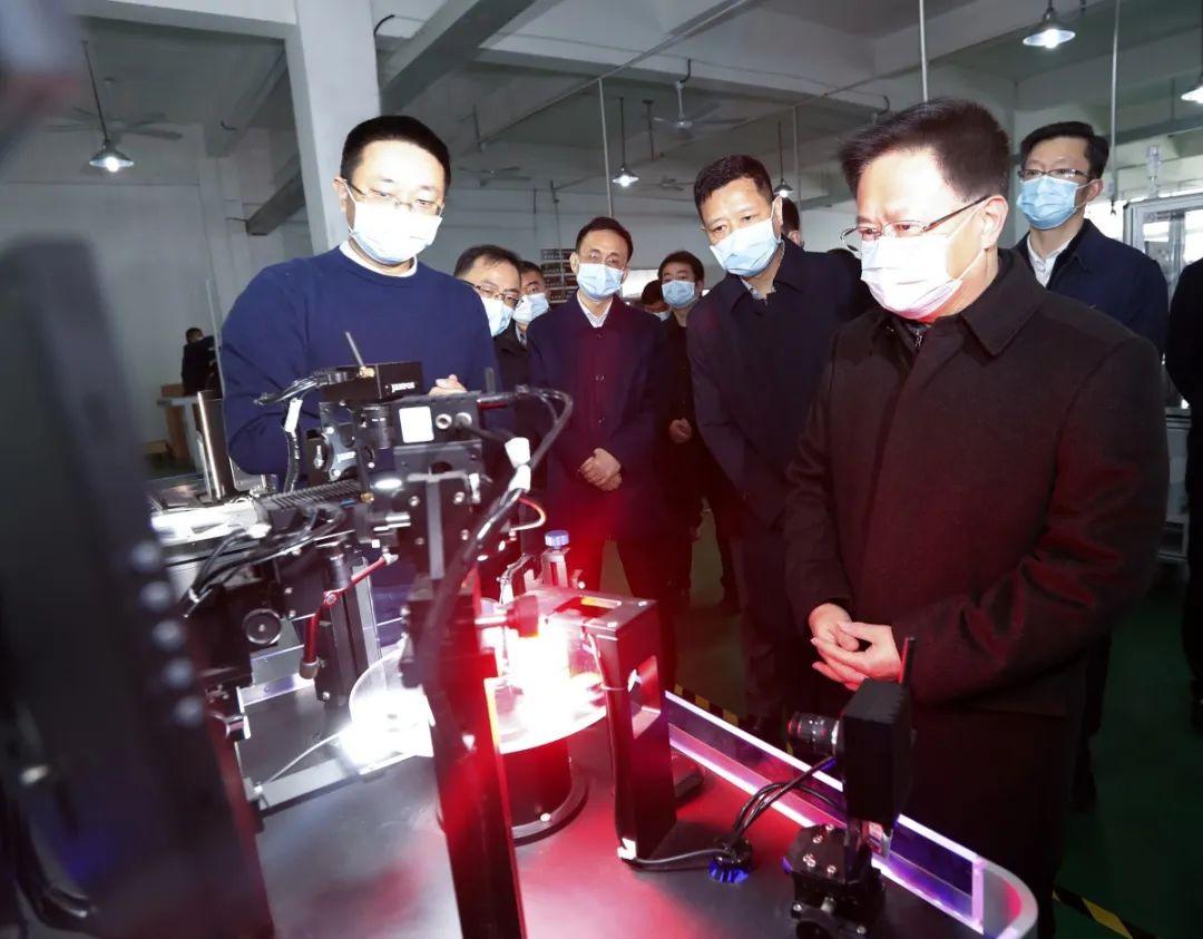 郑栅洁书记在北仑指导督查企业复工——聚华光学有序复产
