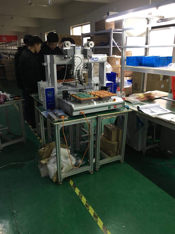 電子報警器客戶使用焊錫設備現場