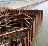 水上拉森鋼板樁圍堰鋼管支撐工程