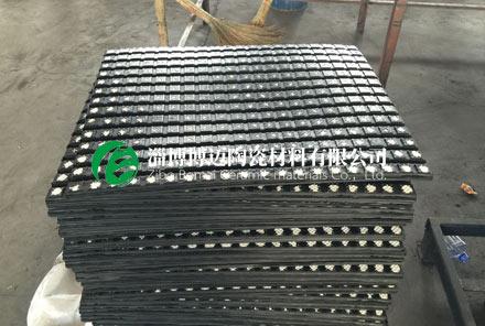 橡胶陶瓷复合衬板可以解决传动滚筒上磨损问题