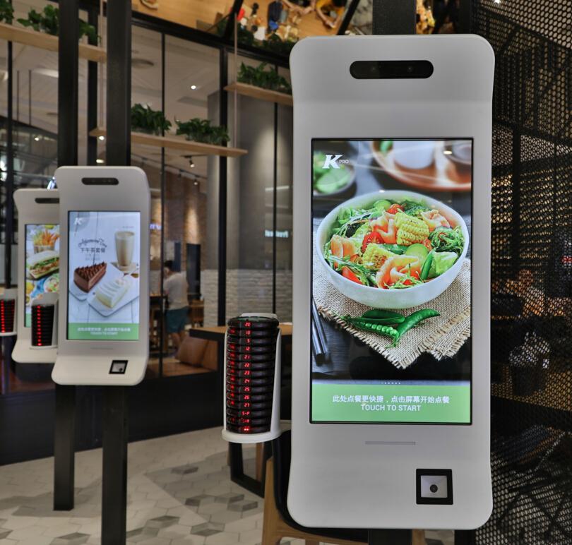 肯德基自助点餐机嵌入二维扫码支付模块,实现无纸化点餐