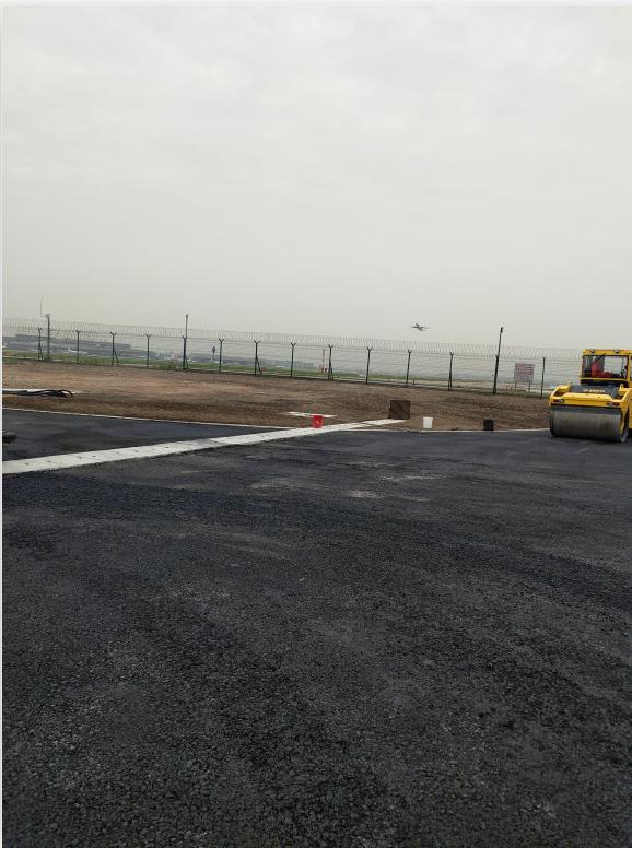 虹桥机场沥青铺设