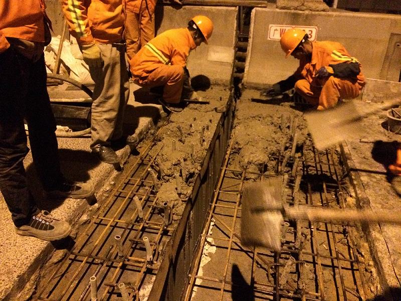 道路齒板維修使用上海環宇研發生產的道路快修料:快鹿F3