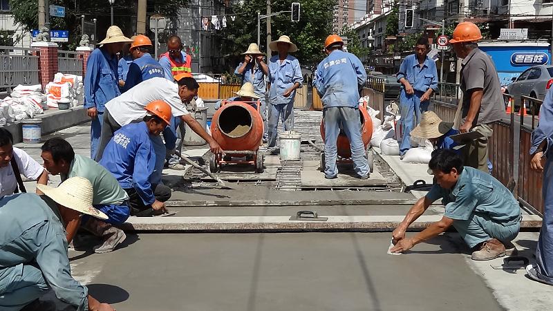 橋面快修使用上海環宇研發生產的道路快修料:快鹿F3