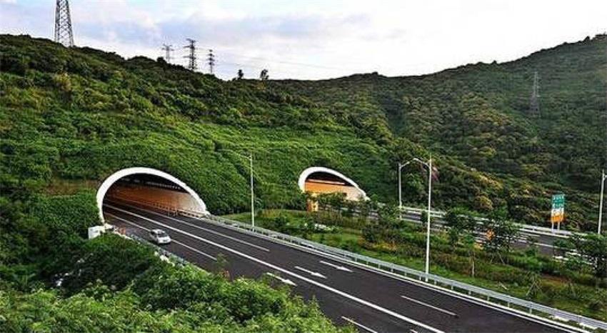 深沿江高速东滨隧道