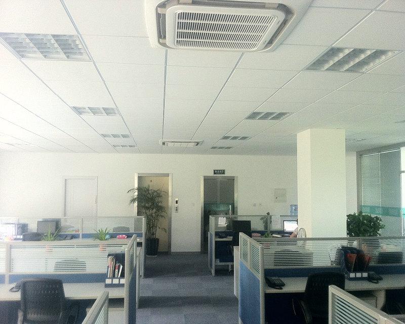 办公室装修天花吊顶隔墙+玻璃隔断和门窗